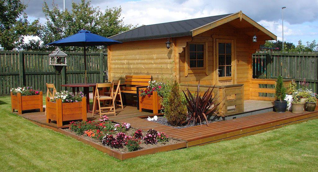 Pequeño jardín minimalista con caseta